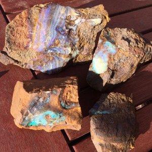 ボルダーオパール 原石1200グラム