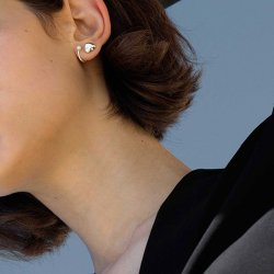 <img class='new_mark_img1' src='https://img.shop-pro.jp/img/new/icons17.gif' style='border:none;display:inline;margin:0px;padding:0px;width:auto;' />Twin Pearl Earring