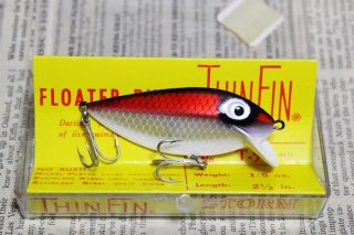 <img class='new_mark_img1' src='https://img.shop-pro.jp/img/new/icons13.gif' style='border:none;display:inline;margin:0px;padding:0px;width:auto;' />STORM THINFIN SILVER SHAD [red]