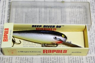 <img class='new_mark_img1' src='https://img.shop-pro.jp/img/new/icons13.gif' style='border:none;display:inline;margin:0px;padding:0px;width:auto;' />RAPALA DEEP DIVER90 DD90 [S]