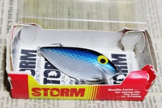 <img class='new_mark_img1' src='https://img.shop-pro.jp/img/new/icons13.gif' style='border:none;display:inline;margin:0px;padding:0px;width:auto;' />STORM THINFIN SILVER SHAD