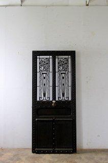 ダークシャビーなアイアン飾り玄関ドア