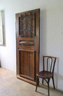 重厚感あるアンティーク木製玄関ドア