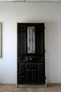 ダークシャビーな鋲打 アイアン飾り 玄関ドア 木枠完成品付
