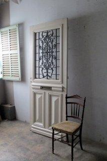 チェッカーガラスのアイアン飾り玄関ドア