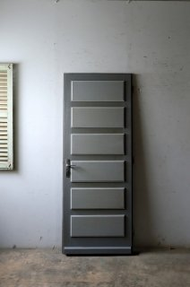 グレー濃淡がシックな玄関ドア オリジナルパーツ付