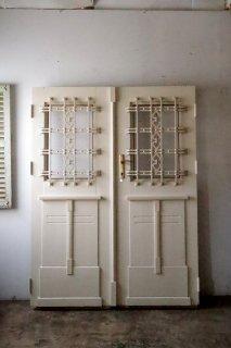 重厚ホワイトアイアンの観音ドア