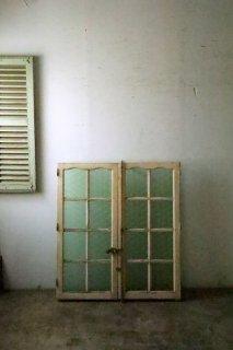 アンティーク ライトグリーン型ガラスの窓