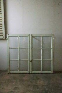アイス・グリーンのガラス窓 フレンチ窓
