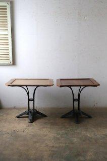 アイアン脚のカフェテーブル