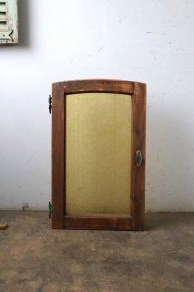 ゆるやかアーチのイエローガラス窓 シングル