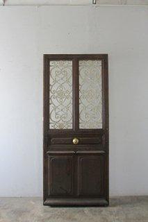 白いアイアンのアンティーク玄関ドア