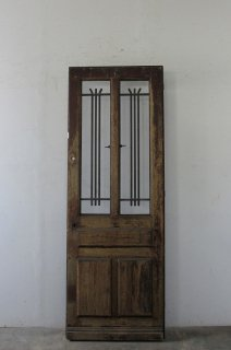 antique door with simple ironworks / シンプルなアイアン飾りのアンティーク扉