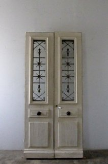 antique double doors/ 観音開きドア