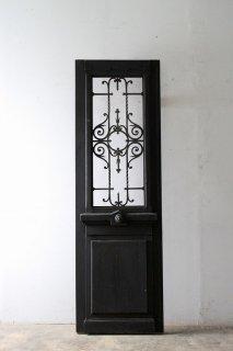 重厚感あるアンティーク 玄関扉
