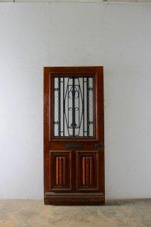 木目が美しいアイアン飾り 玄関ドア