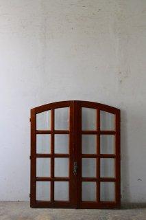 フレンチ アーチ型 格子ガラス窓 2ペアあり
