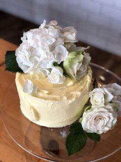 【お菓子の通販】Elderflower & lemon layer cake エルダーフラワー&レモン ケーキ 15cmのホールケーキ