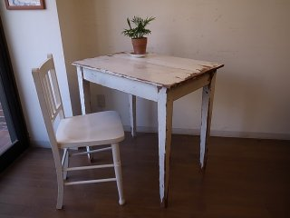 アンティーク シャビーな小ぶりテーブル