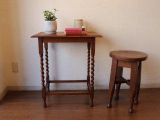 オークのサイドテーブル
