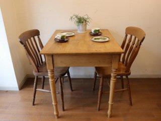 アンティークパイン ほぼ正方形テーブル