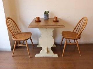 オークのカフェテーブル