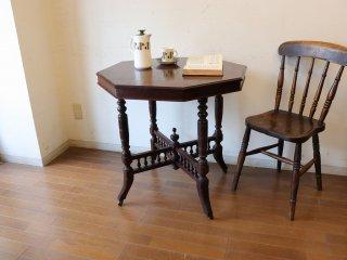 マホガニーの小さなテーブル