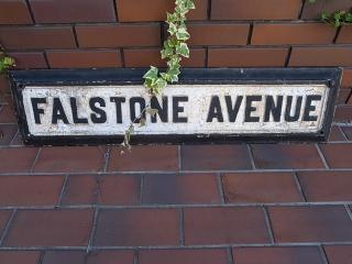 アンティーク アイアンの道路標識