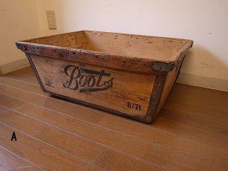 Boots社の古い運搬ボックス
