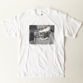 <img class='new_mark_img1' src='//img.shop-pro.jp/img/new/icons1.gif' style='border:none;display:inline;margin:0px;padding:0px;width:auto;' />CNY<br>CYBORG HANDSHAKE T-SHIRT<br>WHITE