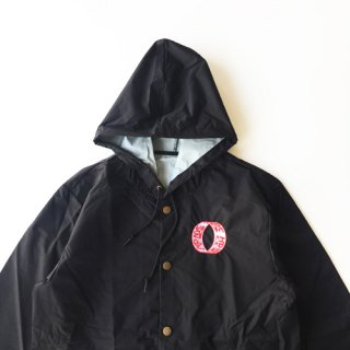 <img class='new_mark_img1' src='https://img.shop-pro.jp/img/new/icons1.gif' style='border:none;display:inline;margin:0px;padding:0px;width:auto;' />CNY NYC<br>LOOP COACHES JACKET<br>BLACK