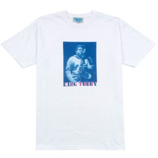 <img class='new_mark_img1' src='https://img.shop-pro.jp/img/new/icons1.gif' style='border:none;display:inline;margin:0px;padding:0px;width:auto;' />GIMME FIVE<br>KING TUBBY TEE<br>WHITE