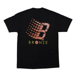 <img class='new_mark_img1' src='https://img.shop-pro.jp/img/new/icons1.gif' style='border:none;display:inline;margin:0px;padding:0px;width:auto;' />Bronze 56K<br>LOGO BASKETBALL TEE<br>BLACK