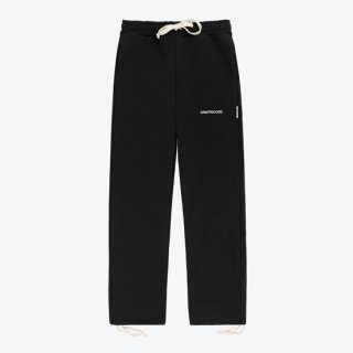 <img class='new_mark_img1' src='https://img.shop-pro.jp/img/new/icons1.gif' style='border:none;display:inline;margin:0px;padding:0px;width:auto;' />SAINTWOODS<br>SAINTWOODS LOGO SWEAT PANTS<br>BLACK