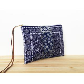<img class='new_mark_img1' src='//img.shop-pro.jp/img/new/icons47.gif' style='border:none;display:inline;margin:0px;padding:0px;width:auto;' />HAVEFUN<br>EURO BANDANA CLUTCH<br>ユーロバンダナクラッチ<br> NAVY×NAVY