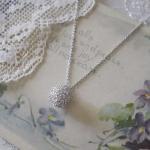綿毛のネックレス