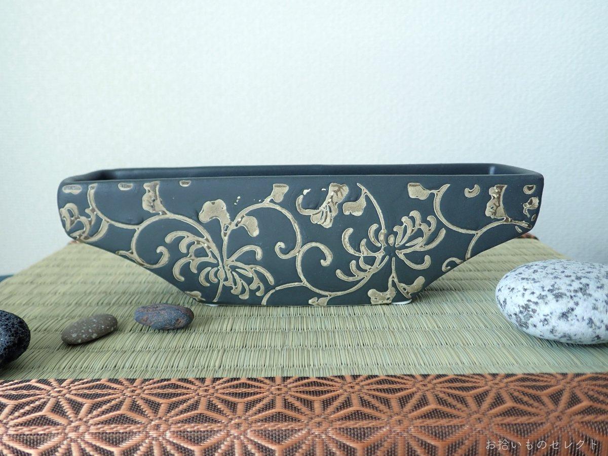 唐草模様の細長い花器
