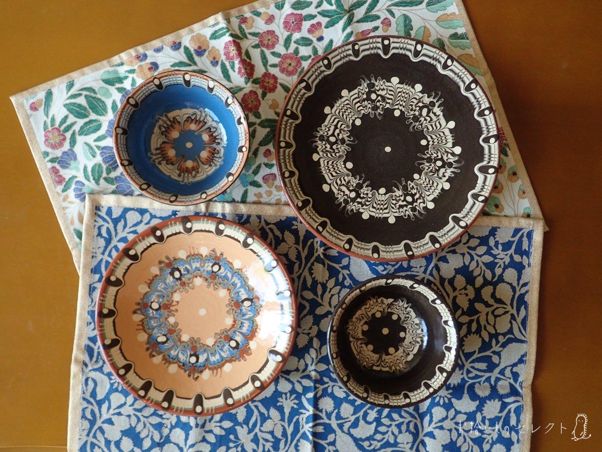 蝶の模様のような、トロヤン陶器 皿 / 椀