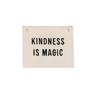 <img class='new_mark_img1' src='https://img.shop-pro.jp/img/new/icons14.gif' style='border:none;display:inline;margin:0px;padding:0px;width:auto;' /><br>Imani Collective<br> KINDNESS IS MAGIC タペストリー ナチュラル