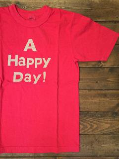 <img class='new_mark_img1' src='https://img.shop-pro.jp/img/new/icons15.gif' style='border:none;display:inline;margin:0px;padding:0px;width:auto;' />UESウエス 『A HAPPY DAY!  』 半袖Tシャツ レッド メール便可