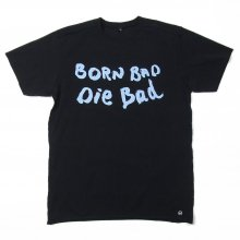 "<img class='new_mark_img1' src='//img.shop-pro.jp/img/new/icons14.gif' style='border:none;display:inline;margin:0px;padding:0px;width:auto;' />AKA SIX simon barker × FRAGMENT DESIGN ""BORN BAD DIE BAD TEE"""