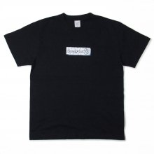 "<img class='new_mark_img1' src='//img.shop-pro.jp/img/new/icons14.gif' style='border:none;display:inline;margin:0px;padding:0px;width:auto;' />鴨CHiLL SK8ERS ""CANDYRIM BOX LOGO TEE"" -black-"