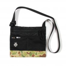 <img class='new_mark_img1' src='//img.shop-pro.jp/img/new/icons14.gif' style='border:none;display:inline;margin:0px;padding:0px;width:auto;' />RIDE BAG SACOSHE -black rip × duck hunt camo-