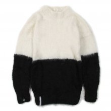"<img class='new_mark_img1' src='https://img.shop-pro.jp/img/new/icons14.gif' style='border:none;display:inline;margin:0px;padding:0px;width:auto;' />AKA SIX simon barker × FRAGMENT DESIGN ""MOHAIR JUMPER HALF N HALF"" -white/black-"