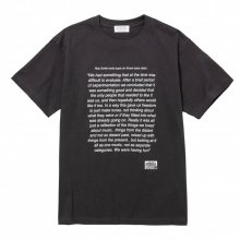<img class='new_mark_img1' src='https://img.shop-pro.jp/img/new/icons14.gif' style='border:none;display:inline;margin:0px;padding:0px;width:auto;' />POET MEETS DUBWISE Smith & Mighty T-Shirt -sumi-