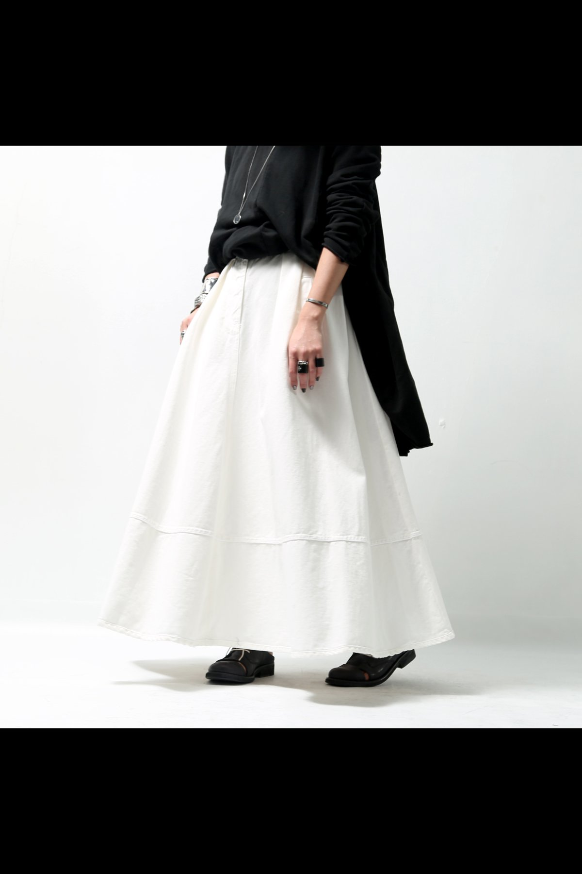 <img class='new_mark_img1' src='//img.shop-pro.jp/img/new/icons8.gif' style='border:none;display:inline;margin:0px;padding:0px;width:auto;' />FLARE STRETCH DENIM SKIRT 18WZUC03_WHITE