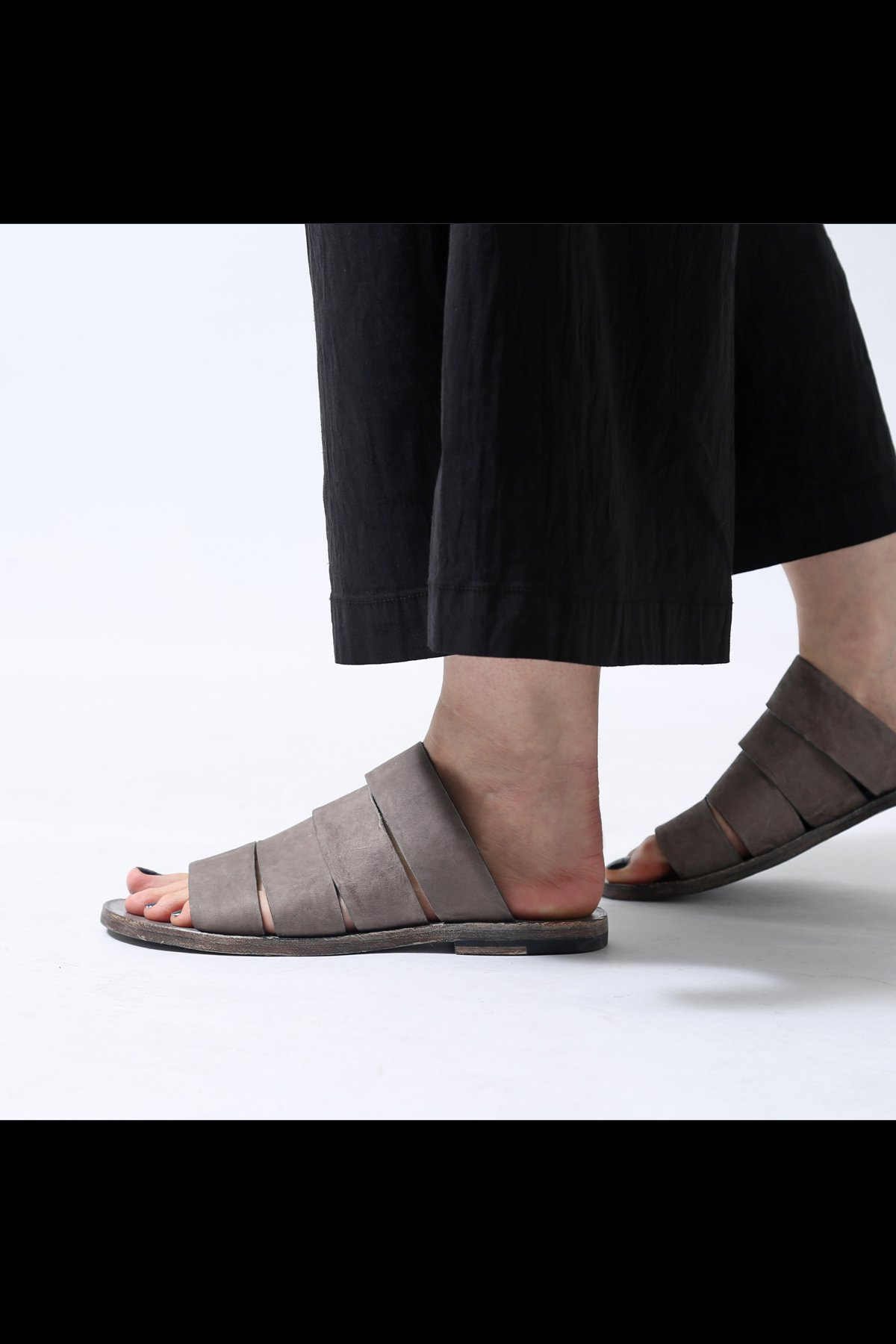 LEATHER FLAT SANDAL TLC2057_D.GREY BEIGE