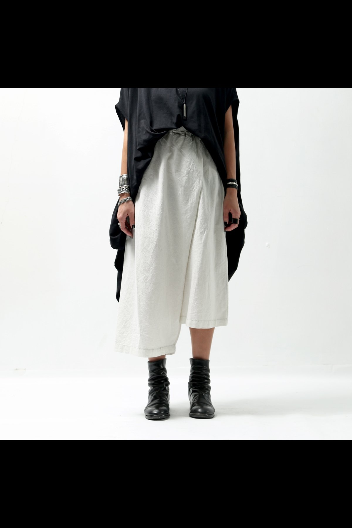 <img class='new_mark_img1' src='https://img.shop-pro.jp/img/new/icons8.gif' style='border:none;display:inline;margin:0px;padding:0px;width:auto;' />COTTON LINEN ASYMMETRY PANTS 545CL_OFF WHITE