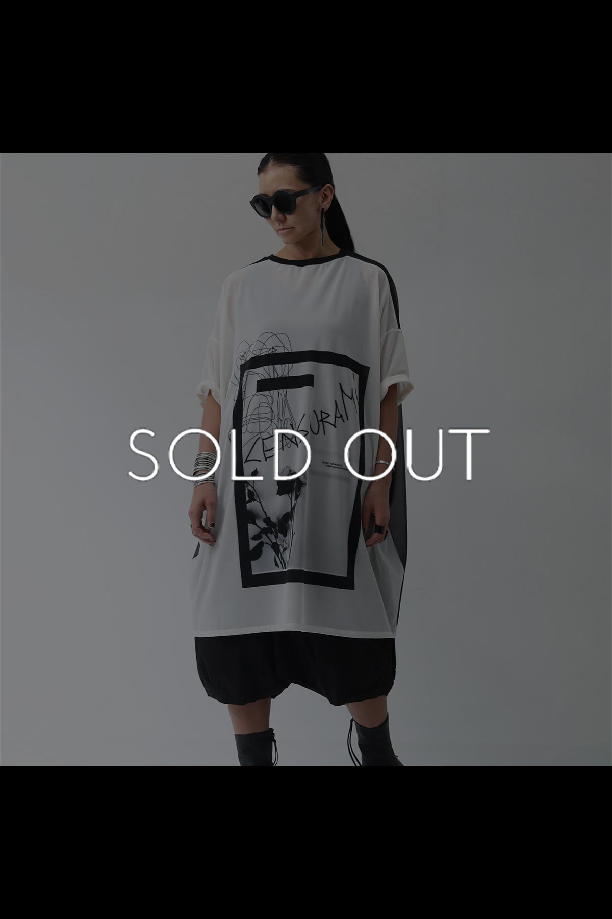 <img class='new_mark_img1' src='https://img.shop-pro.jp/img/new/icons8.gif' style='border:none;display:inline;margin:0px;padding:0px;width:auto;' />OVERSIZED PRINTED MESH TOPS LUS-104_BLACK/WHITE