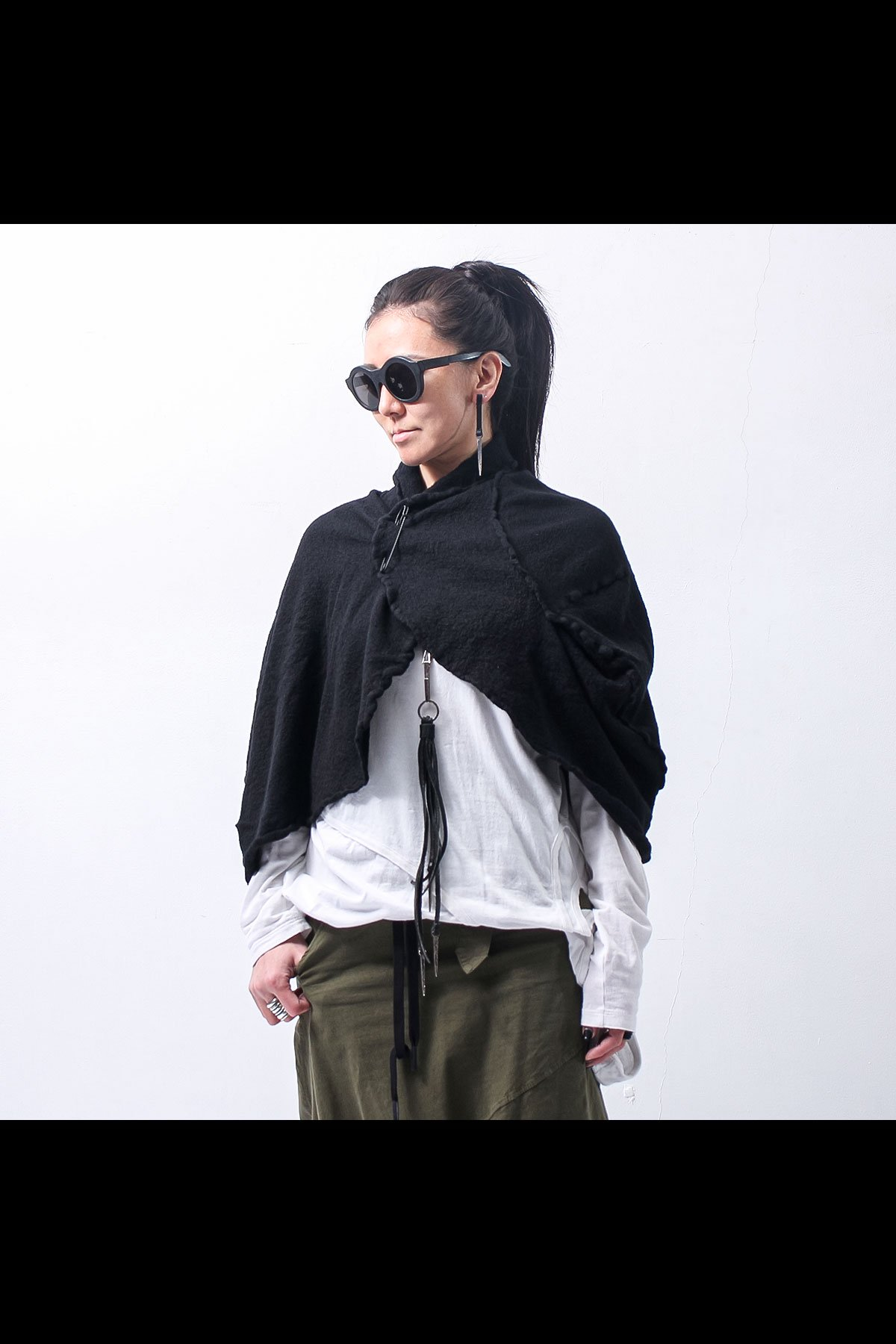 <img class='new_mark_img1' src='https://img.shop-pro.jp/img/new/icons8.gif' style='border:none;display:inline;margin:0px;padding:0px;width:auto;' />SPRING KNIT SHORT CAPE 268 7102_BLACK